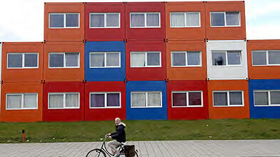 p nurie de logements habiter dans un conteneur amsterdam qu bec urbain. Black Bedroom Furniture Sets. Home Design Ideas