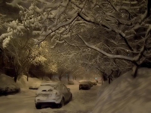 2e Avenue, vue en direction E. Aéroport de Québec, 23h00: neige faible, -1C, vents ENE 24 km/h. Photo: Jean Cazes.
