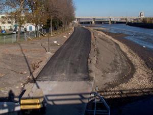 Grand format 800X600. Photo 1: Vue en direction NE à partir du pont Dorchester.