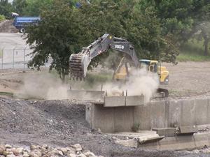 Grand format 800X600. Phase VI de la rivière Saint-Charles, à l'ouest du pont Marie-de-l'Incarnation. Photo: Jean Cazes, 13 juillet 2007.