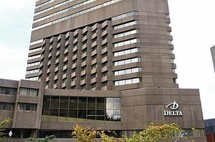Les immeubles dans la mire sont le 801, Grande Allée, dont un des locataires est le Groupe Cossette, le 700, René-Lévesque, qui abrite des bureaux du ministère des Transports et l'hôtel Delta (ci-dessus), et le 505, boulevard du Parc Technologique, dans l'ouest de la ville. Photothèque Le Soleil, Laetitia Deconinck